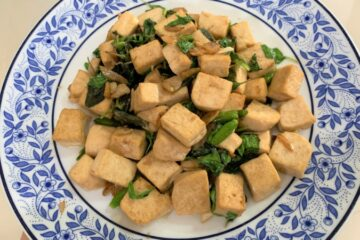 Stir fried tofu with basil leaves 800 x 450